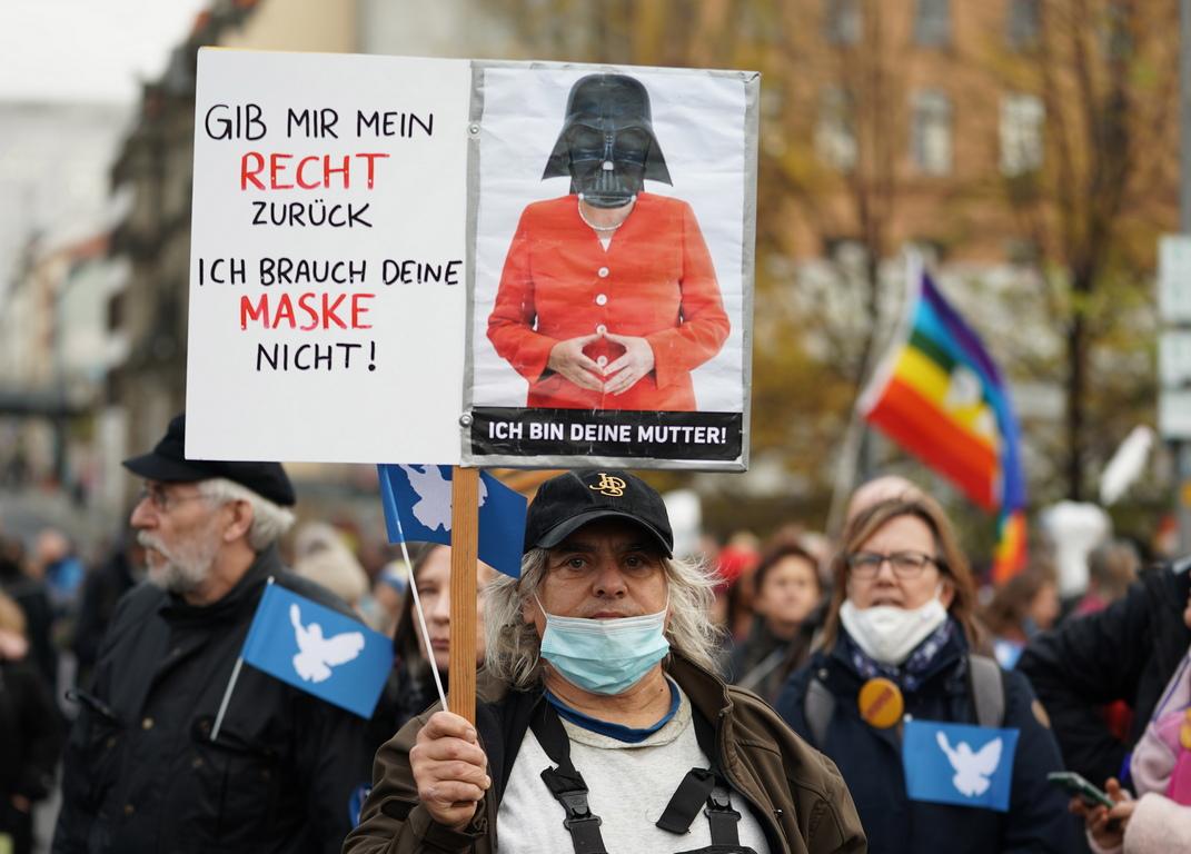 <p>Противниците му обвиняват правителството, че с него орязват основни човешки права и установяват &bdquo;корона диктатура&ldquo;.</p>