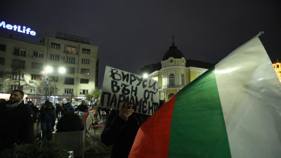 <p>Повдигнаха обвинения на задържаните при снощния протест&nbsp;</p>