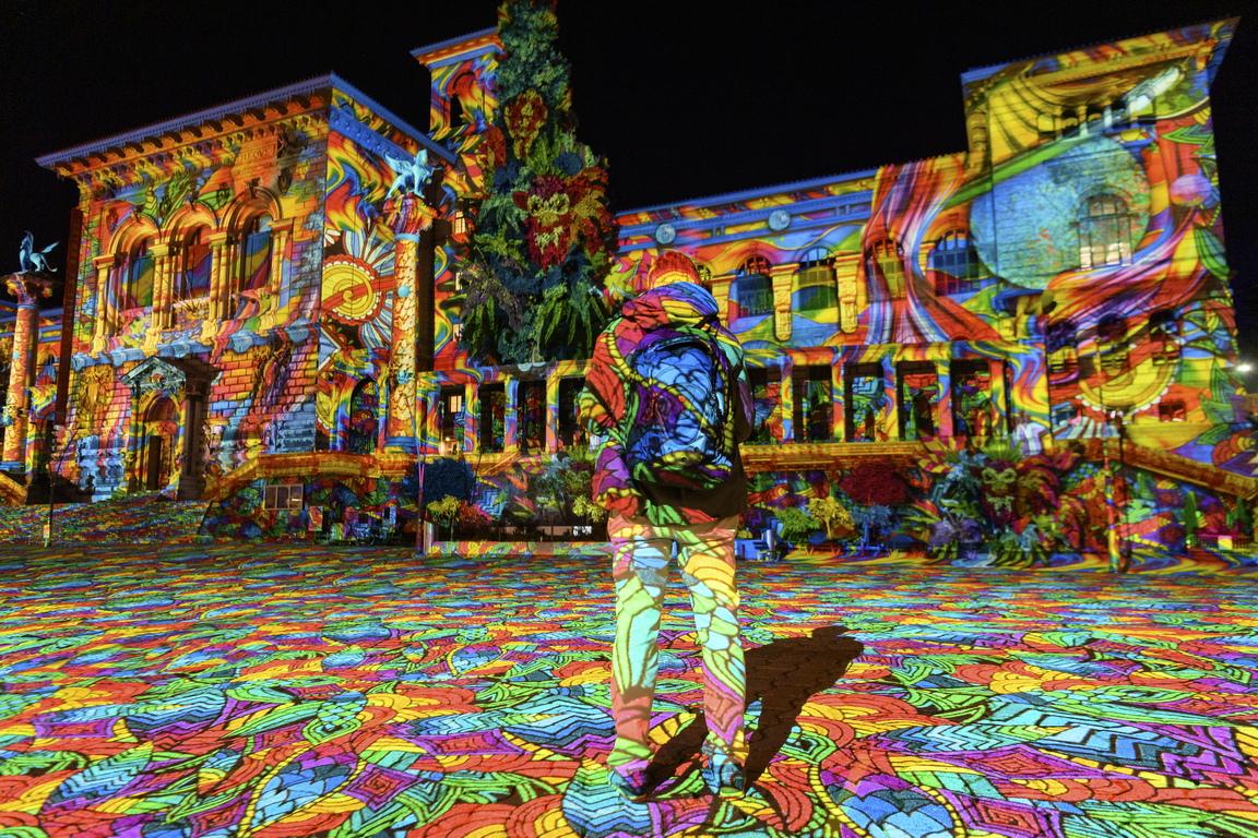<p>Осем прожекции на различни сгради, целящи да покажат град Лозана, Швейцария под нова светлина, ще бъдат изложени по време на фестивала, който ще продължи от 24 ноември до 24 декември 2020 г.</p>