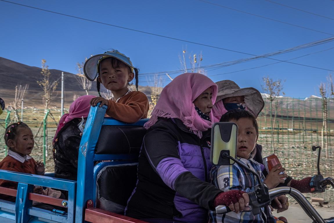 <p>От 2016 г. Пекин е инвестирал 74,85 млрд. Юана (11,1 млрд. USD) в проекти за подобряване на достъпа до здравеопазване, образование, чиста вода, жилища или инфраструктура в най-бедните райони на региона.</p>