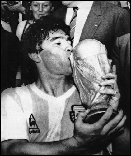 Легендата на футбола Диего Марадона почина