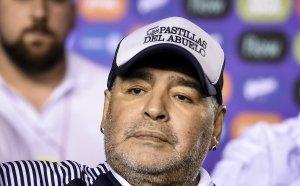 Потресаваща теория в Аржентина: Убит ли е с хапчета Марадона?