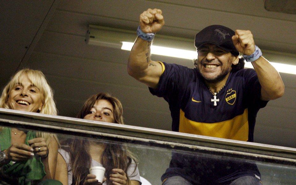 Крият от Карлос Билардо, че Марадона е починал