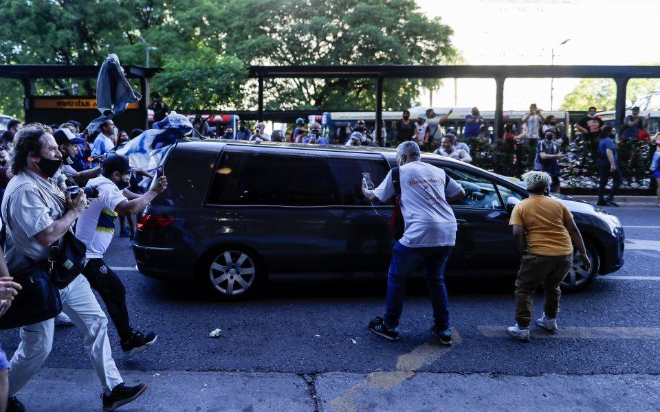 Смъртта на Диего Армандо Марадона остава тема №1 в целия