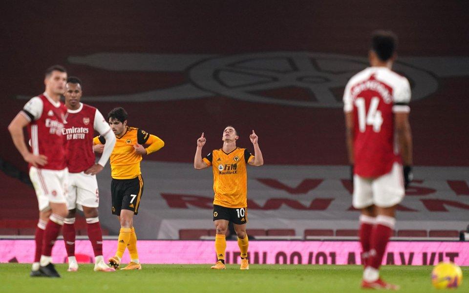 Отборите на Арсенал и Уулвърхемптън играят при резултат 1:2в мач