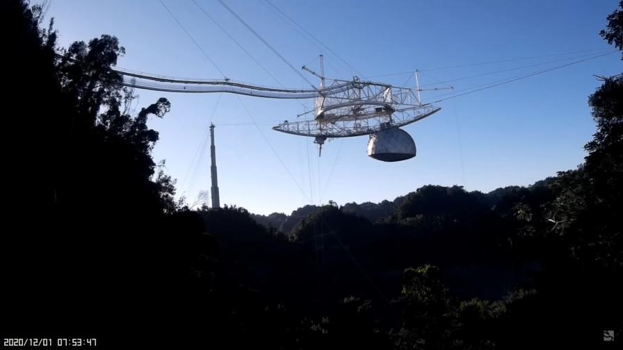 Радиотелескопът Arecibo мигове преди срутването си