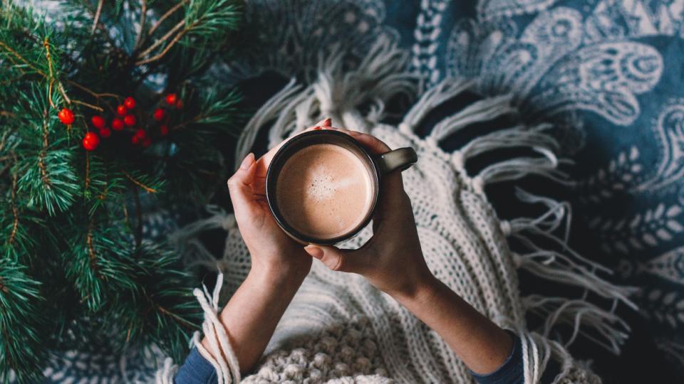 Коледа зима жена чай кафе уют