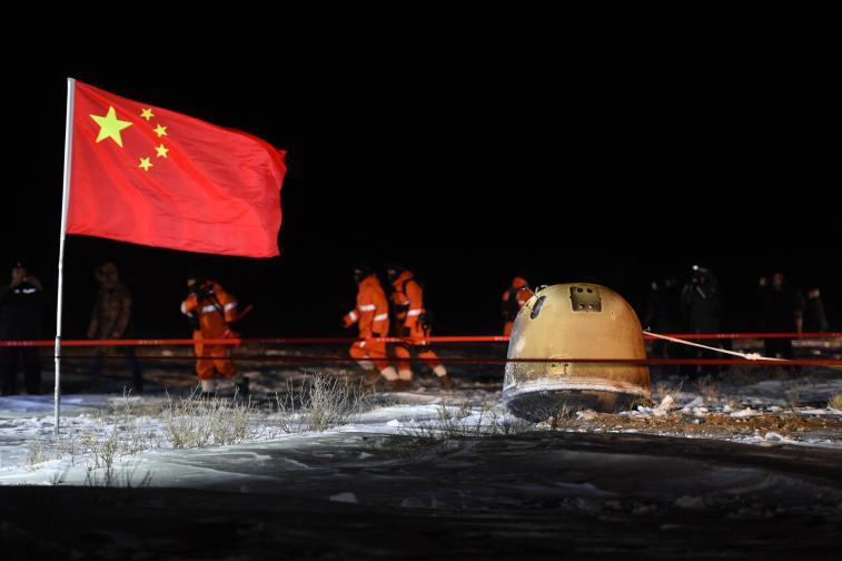 Китайският космически апарат се завърна с проби от Луната