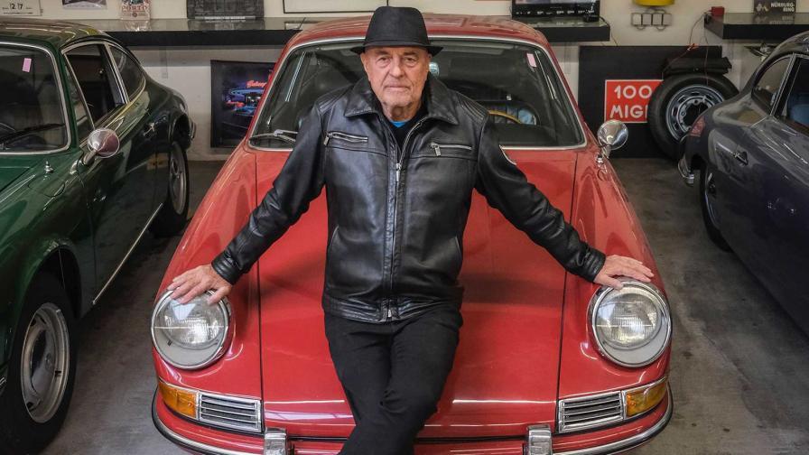 <p>Това е истински фен: на 80 години да си купиш Porsche №80</p>