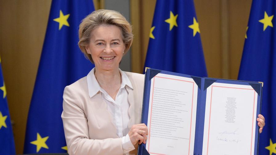 <p>Борис Джонсън подписа споразумението за отношенията с ЕС след Брекзит</p>