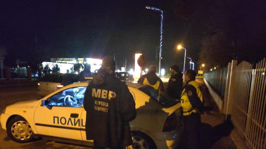 Задържаха полицаи от Русе заради системни подкупи
