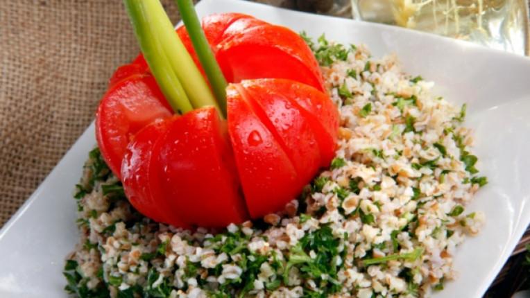 салата Табуле арабска кухня булгур зехтин лимонов сок мента вегетарианство