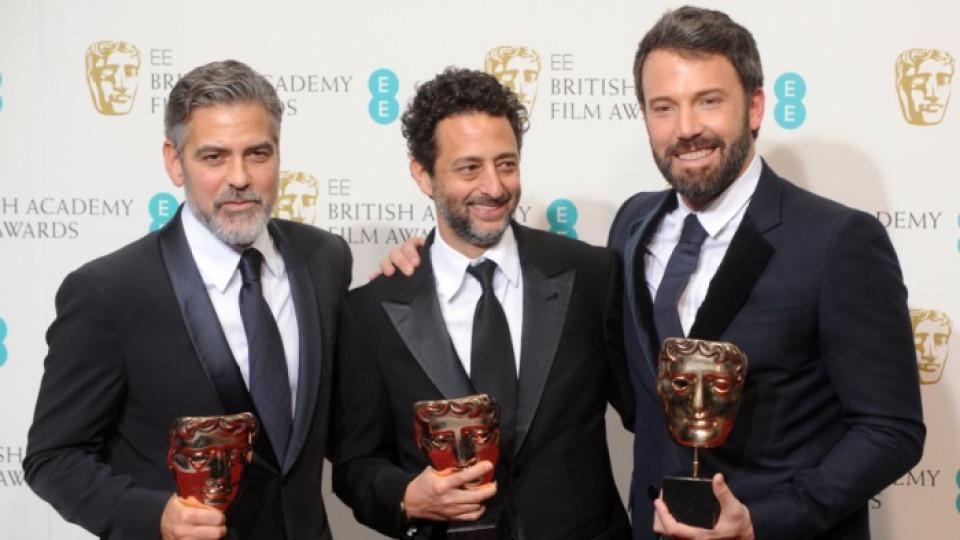 Джордж Клуни, Грант Хеслов и Бен Афлек с наградите си от БАФТА