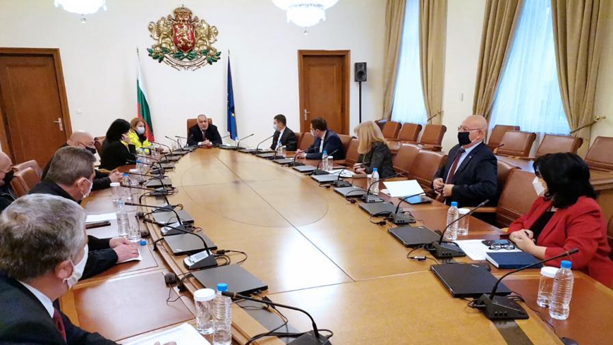 Борисов: В петък зимата идва с пълна сила, да се внимава много