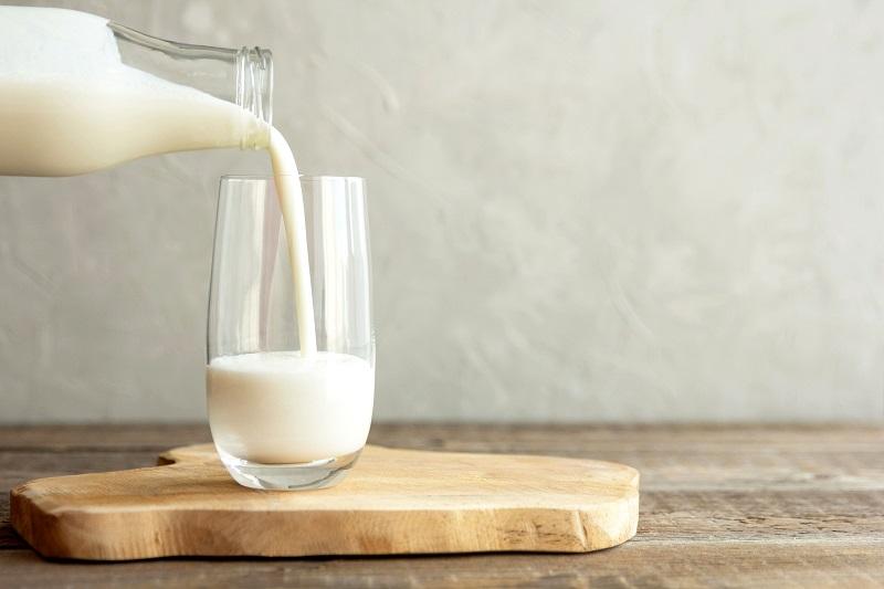 <p>Мляко - Съдържа калций и предпазва от пародонтит.</p>