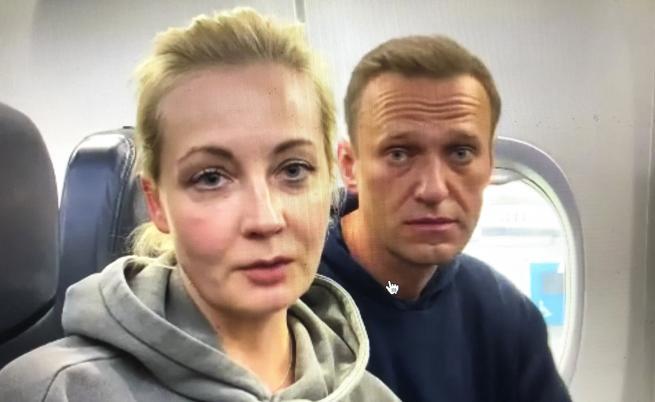 Навални контраатакува, показа