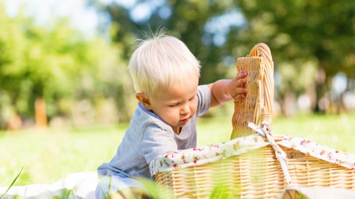 Да се родиш с бяла коса, но без албинизъм: историята на две уникални бебета