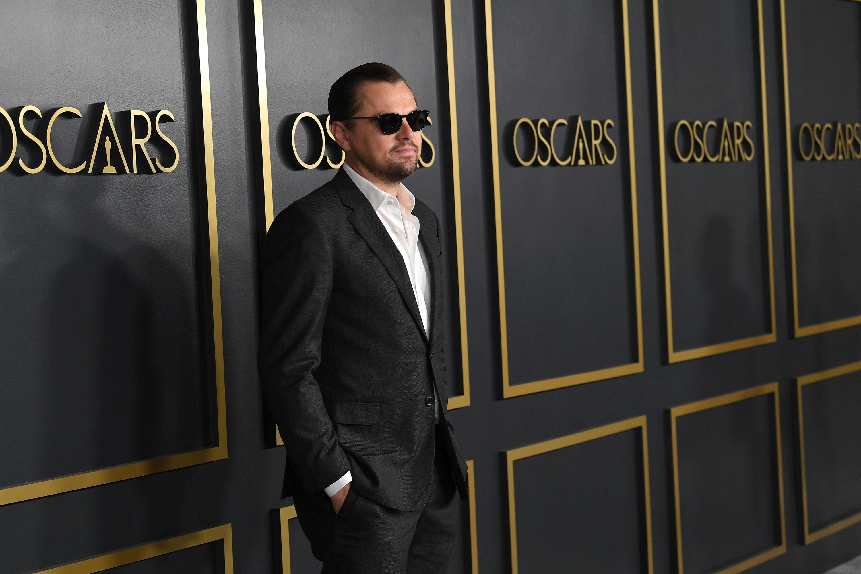 <p><strong>Леонардо ди Каприо</strong></p>  <p>Рядкост е да видиш красавецът Лео да се усмихне на червения килим, дори на Оскарите не го прави. Но той е под светлините на прожекторите почти през целия си живот, може би просто му е писнало?</p>