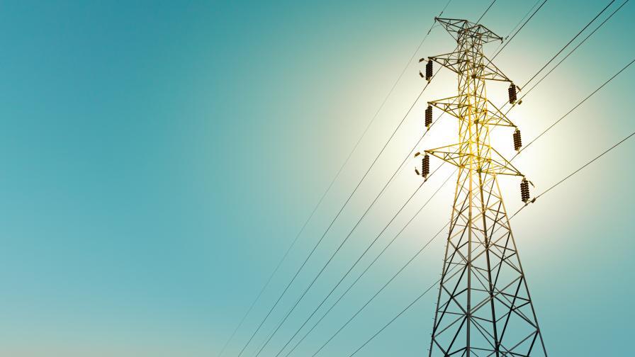 Защо жители на Костинброд остават без ток по няколко часа на ден