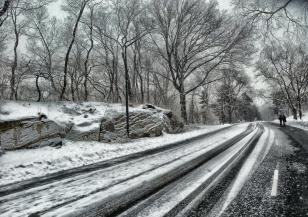 Задават се поледици и сняг, шофьорите да внимават