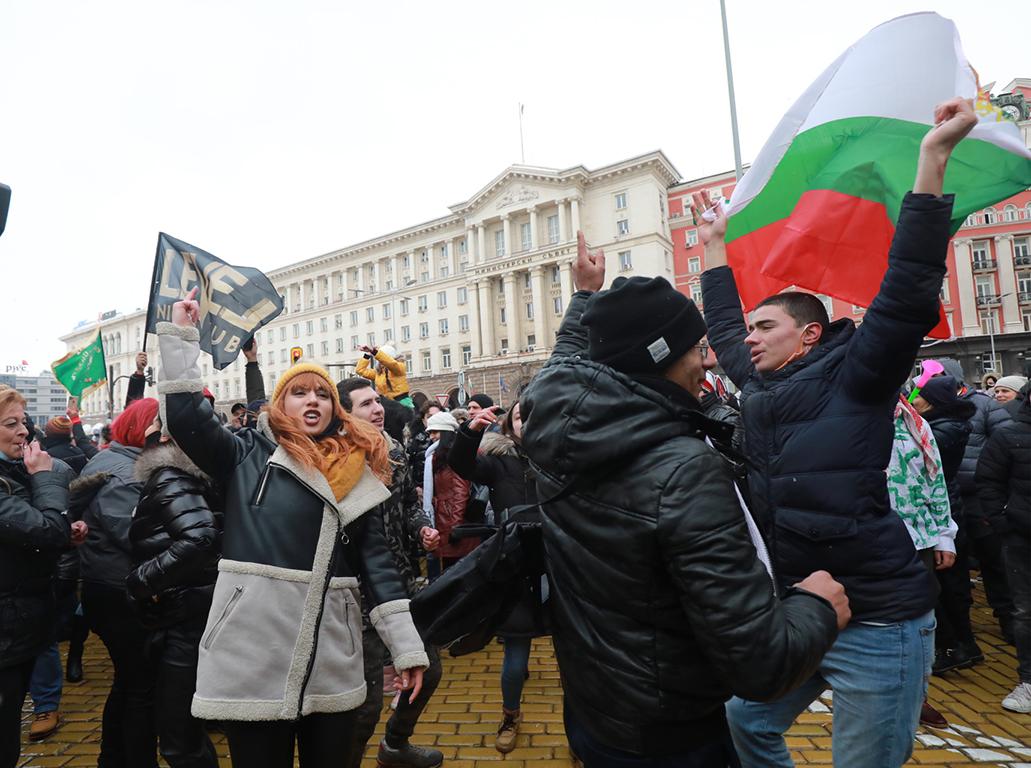 <p>Ресторантьорите излязоха на масов протест в София</p>