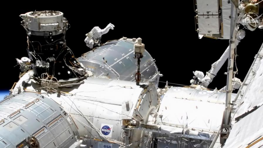 Астронавтите от НАСА излязоха в открития...