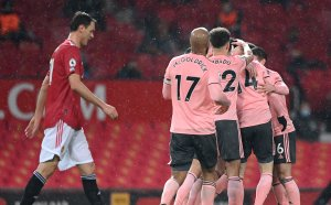 """Манчестър Юнайтед се сгромоляса с гръм и трясък срещу последния насред """"Олд Трафорд"""" (видео + галерия)"""