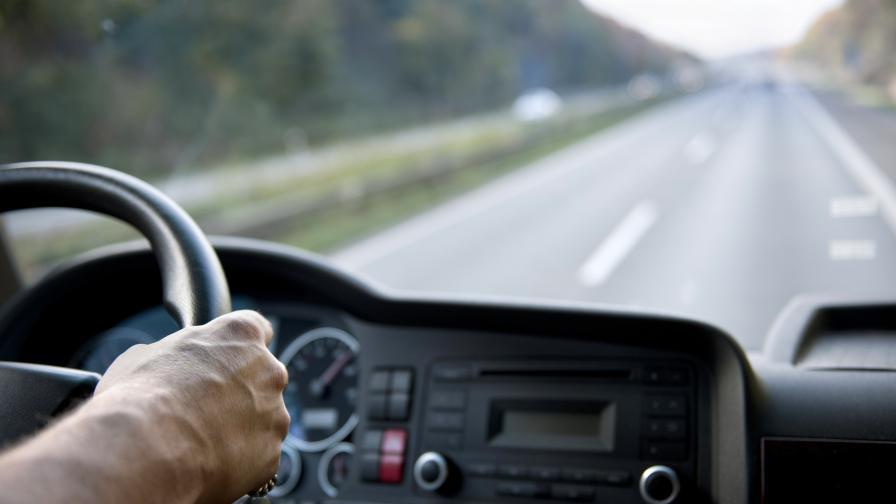 Уволниха български шофьор на ТИР в Испания заради административен абсурд