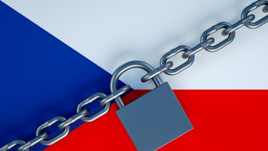 Чехия засилва мерките срещу COVID-19, какво се променя