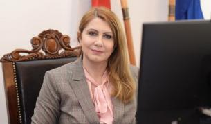 Десислава Ахладова освободи министерския пост, връща се в съда