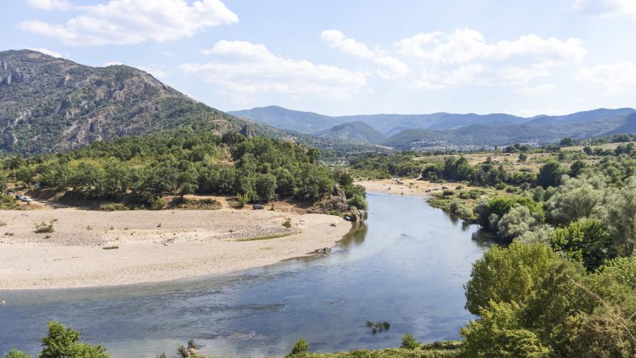 <p>Язовири и реки преливат,&nbsp;частично бедствено положение на места</p>