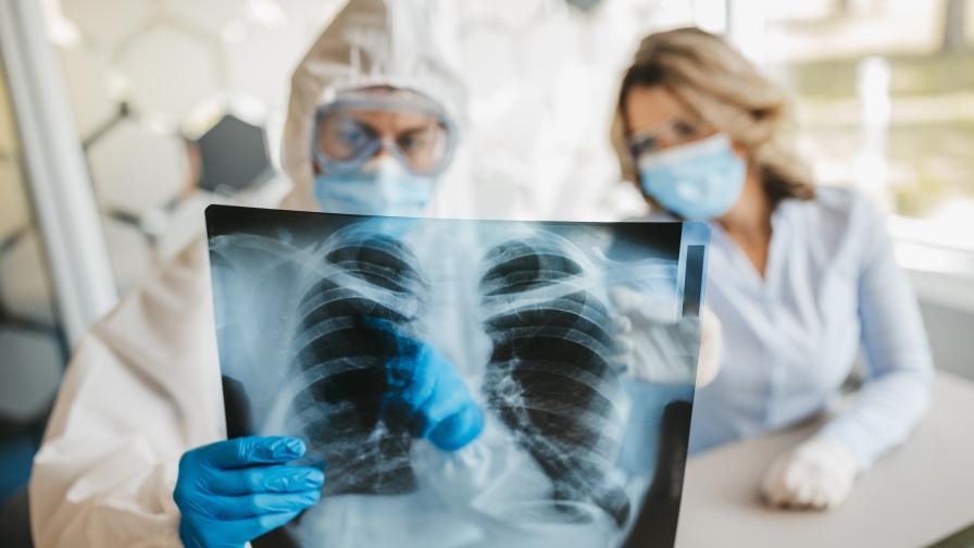 Двойните маски намаляват риска от зараза с ковид-19