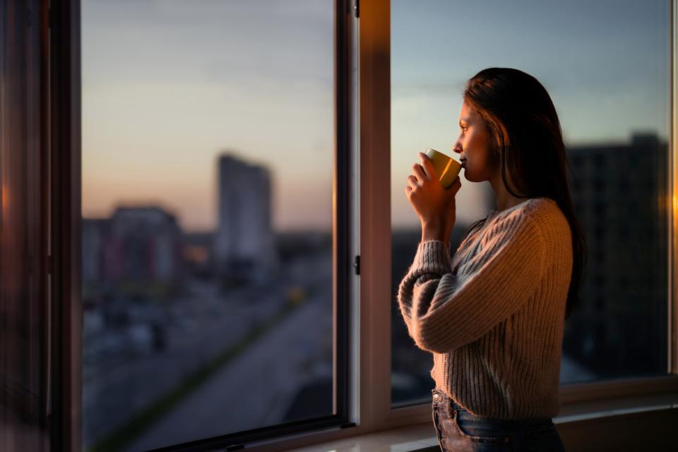 жена кафе прозорец тъга сутрин изгрев залез