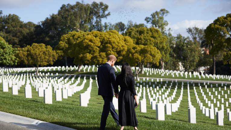 Принц Хари и Меган Маркъл почетоха сами Деня на Възпоменанието в Лос Анджелис