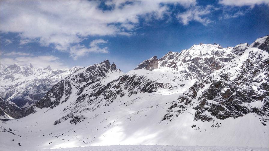 Опасения за 100-150 загинали след отчупване на ледник