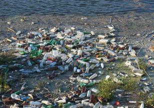 По поречието на река Струма: появи се ново плаващо сметище
