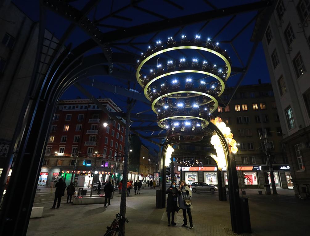<p>Проектът &bdquo;Светлини над града&ldquo; е българо-китайска изложба в градска среда.</p>