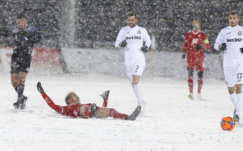 Снежен футбол