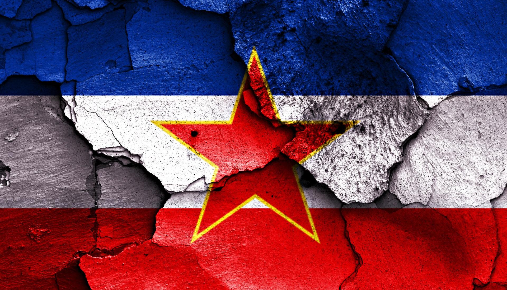 <p>След смъртта му през 1980 г. Югославия се поддаде на етническо напрежение и жестока гражданска война. В средата на 90-те години на миналия век Югославия се разделя на седем различни държави: Босна и Херцеговина, Хърватия, Македония, Косово, Черна гора, Сърбия и Словения.</p>