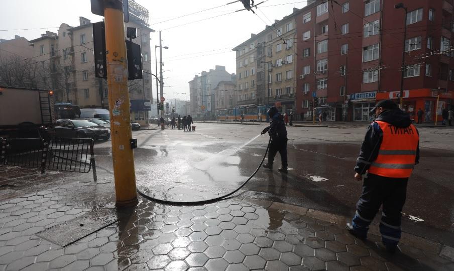 <p>Започва миенето на улици и булеварди в София</p>