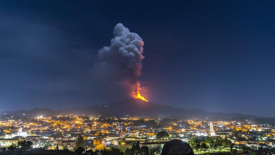 Етна смая - експлозии и 400-метров фонтан лава