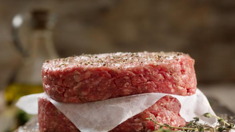 Как да съхраняваме сурово месо в хладилника: най-важното накратко