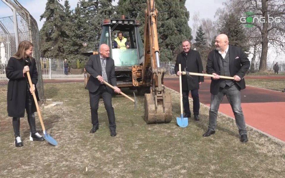 Министърът на младежта и спорта Красен Кралев, ректорът на Национална