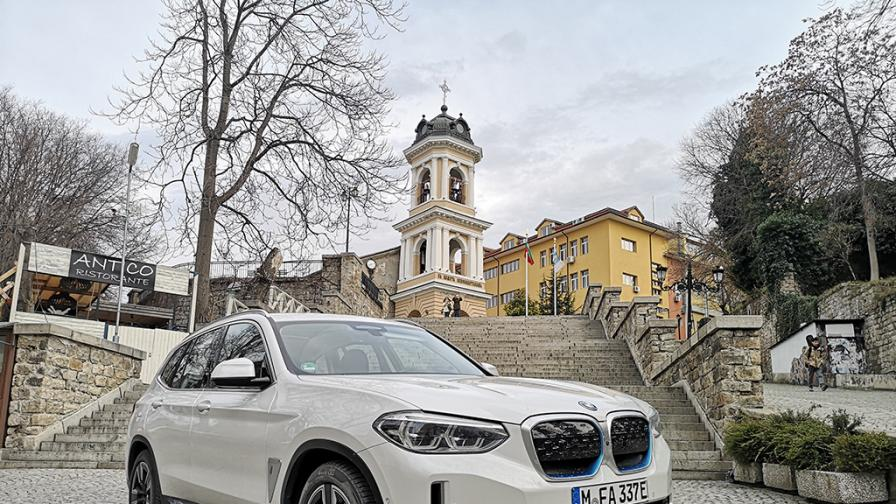 Зад волана на BMW iX3