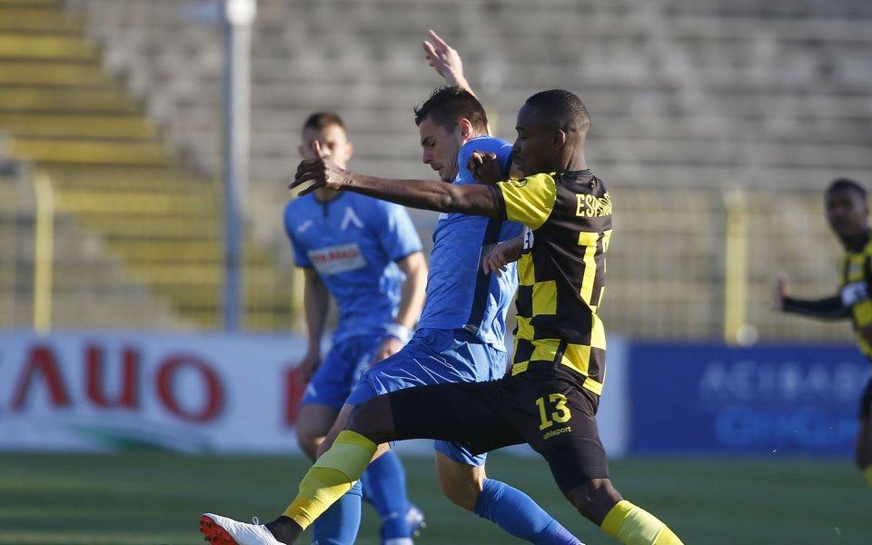 Отборите на Левски и Ботев Пловдив играят при резултат 0:1в