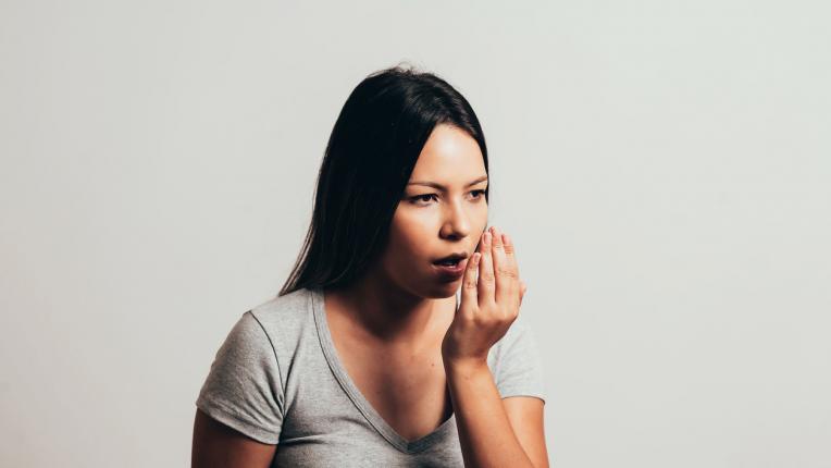 Какво се случва с тялото ви, когато гризете ноктите си