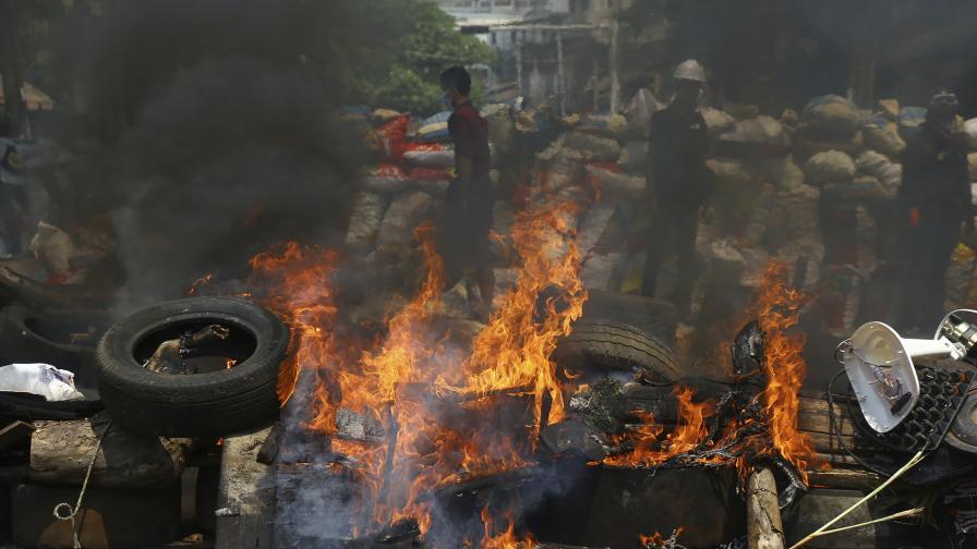 Кървавата баня в Мианмар добива чудовищни размери