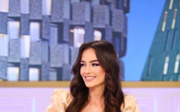 Албанска красавица провокира със секси дупе