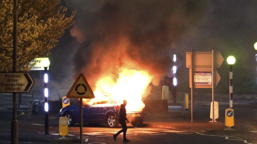 Бунтовете в Северна Ирландия ескалират
