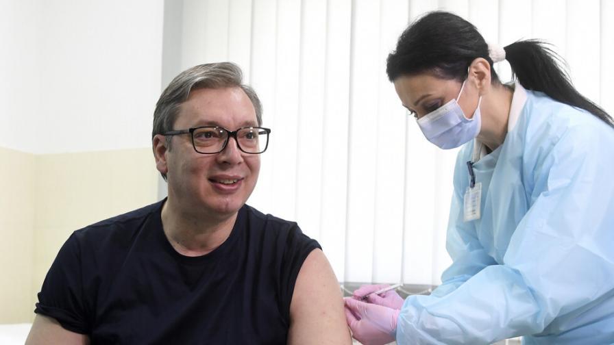 Вучич се имунизира с китайската ваксина срещу COVID-19